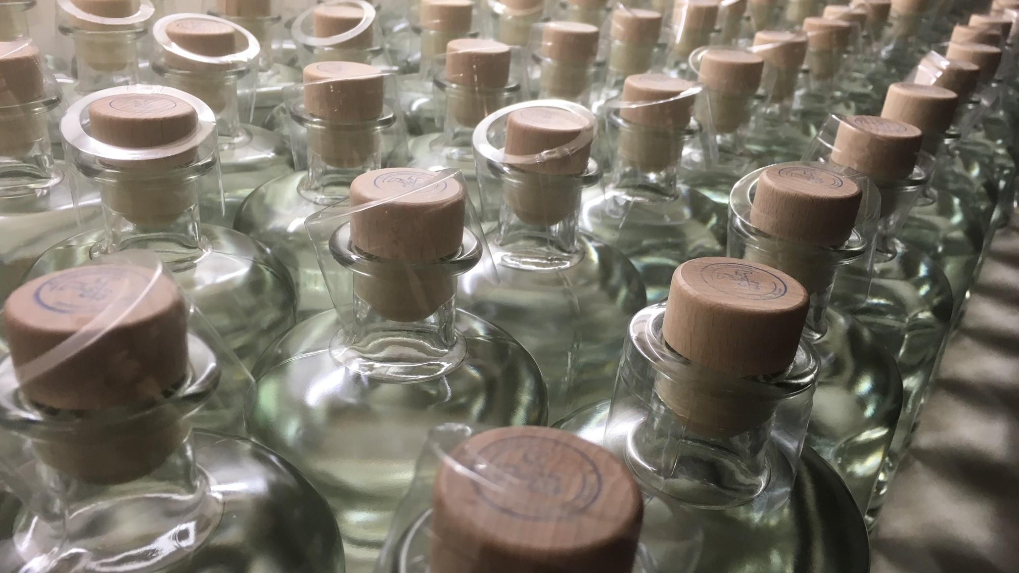 Rossgoschen Sirituosen Manufaktur Destillation Abfüllung Flaschen